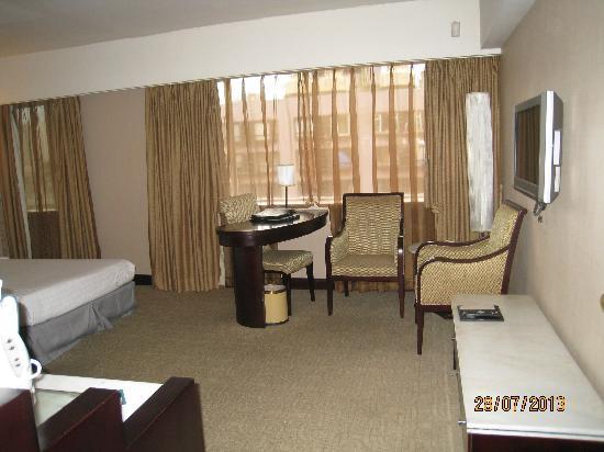 Hotel Beverly Plaza: 房间挺大的