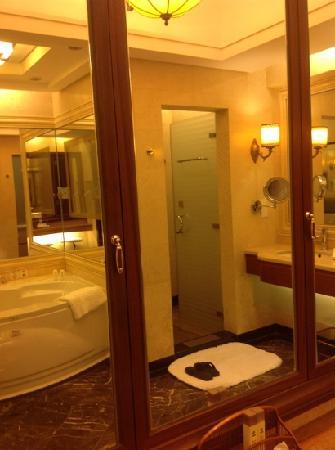 OYC Hotel: 卫生间