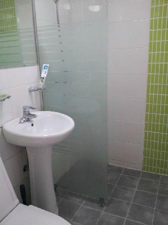 Zaza Backpackers Hostel: 浴室