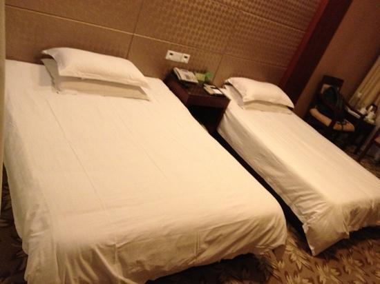 Penglaige Seascape Hotel: 家庭房哈,一大床一小床