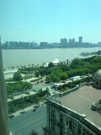 Marco Polo Wuhan: 从房间遥望江边