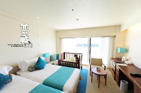 ANA InterContinental Manza Beach Resort: high floor beach view twin bed