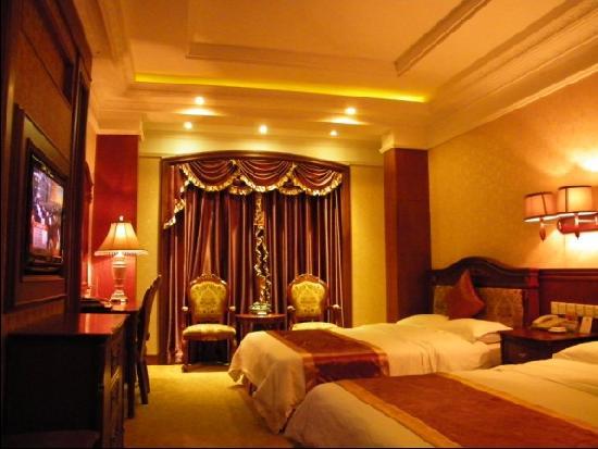 Huaqiao Hotel: 高档双床房