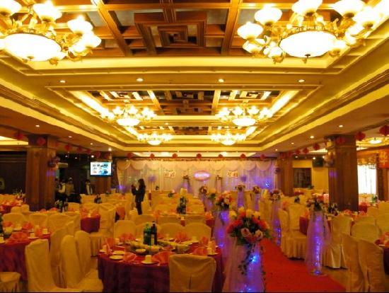 Huaqiao Hotel: 中餐楼