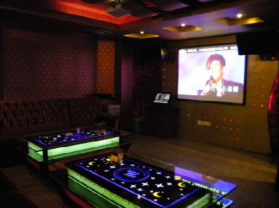 Huaqiao Hotel: KTV