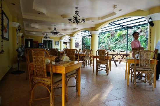 Mt. Tapyas Hotel: 一楼餐厅