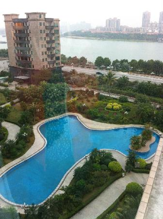 Jiangmen Gladden Hotel : Swimming Pool and View