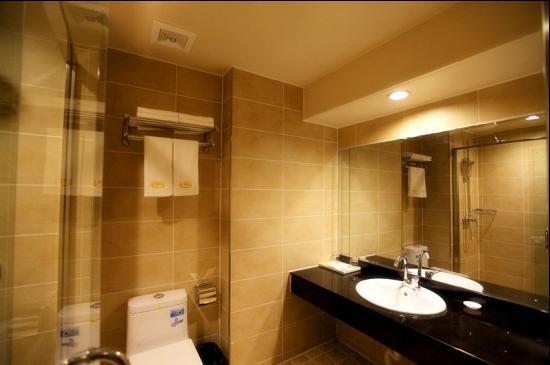Huangjia Kaixuan Hotel : 房间卫生间