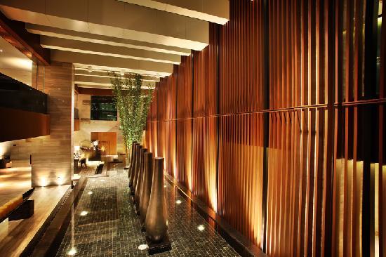 Kingkey Palace Hotel Shenzhen: 大堂楼梯
