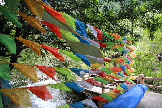 Jiuzailing Temple : 九寨美景