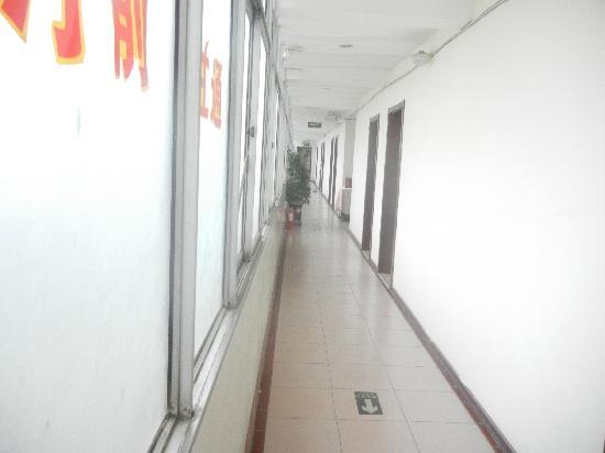 Yinhe Hotel: 走廊照片