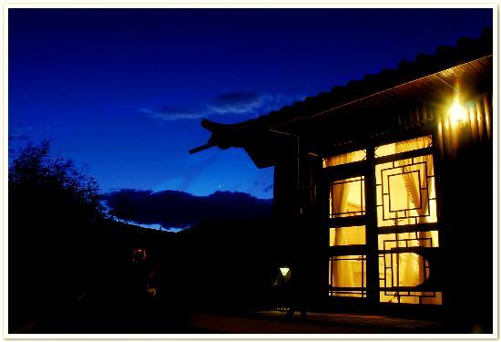 Xiaoyaoyou Inn Lijiang Rain : 夜阑珊