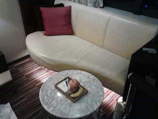 Renaissance Shanghai Zhongshan Park Hotel: 龙之梦的沙发