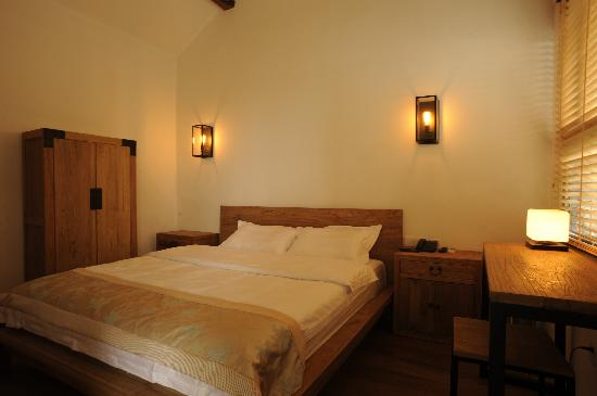 Deluxe Queen room - Picture of Beijing 161 Hotel Hulu ...