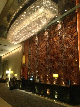 Sofitel Wanda Beijing: 富丽堂皇的大堂