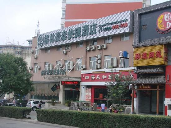 GreenTree Inn Huaibei Normal University Express Hotel: 外立面