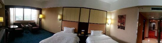 Huizhou Hotel: 标准双人房全景