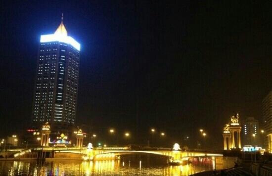 Tianjin Haihe Cultural Square: 夜景