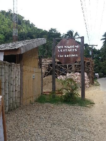 Sei Nazioni Cottages: 纱巾围出一个个包房,超有feel