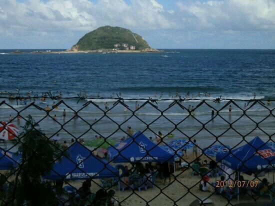 East Island and West Island: 西冲