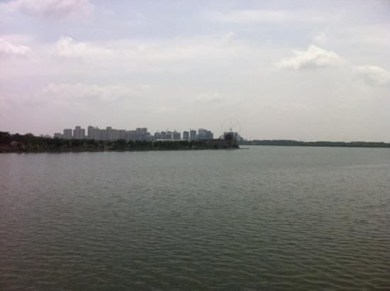 Dongchang Lake: lake