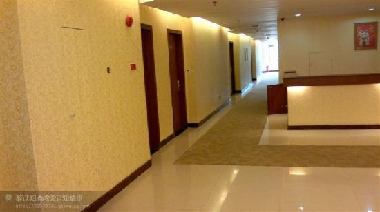 Li Jing Gulf Hotel: 走廊