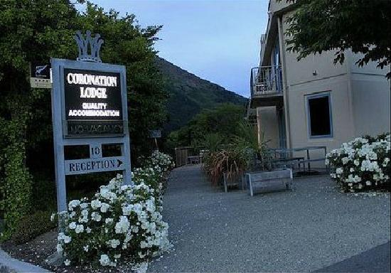 Coronation Lodge: 入口