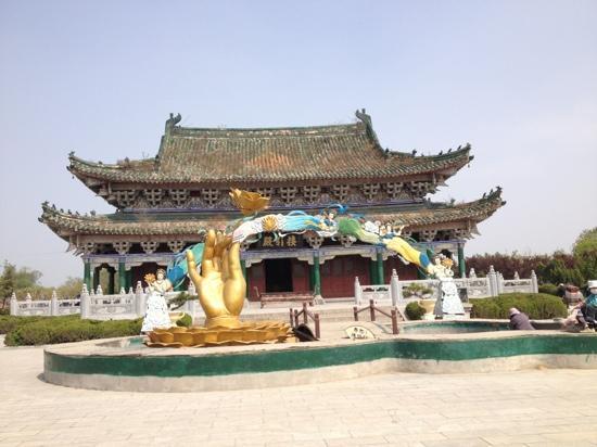 Kaifeng Iron Tower Park : 铁塔公园内