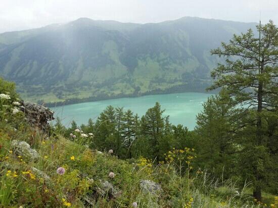 Moon Bay of Kanas Lake: 观鱼台雨后一景