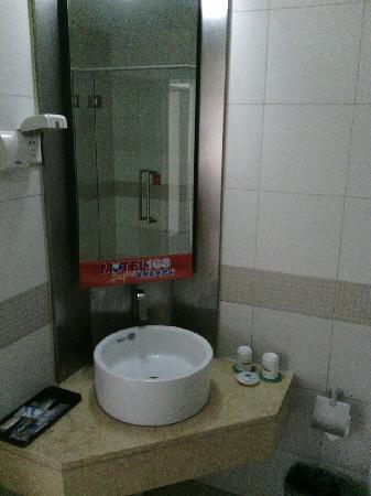 Motel 168 Beijing Xibianmen: 洗漱台