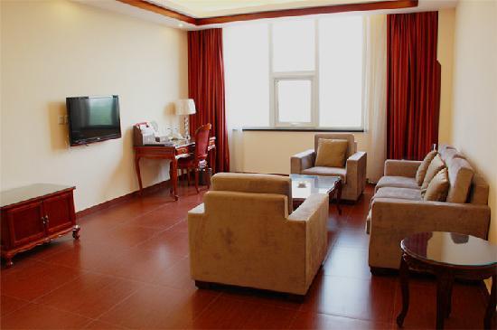 Yeshengyuan Holiday Resort: 豪华套房客厅