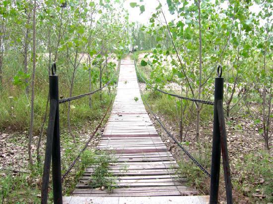 Yeshengyuan Holiday Resort: 吊水桥