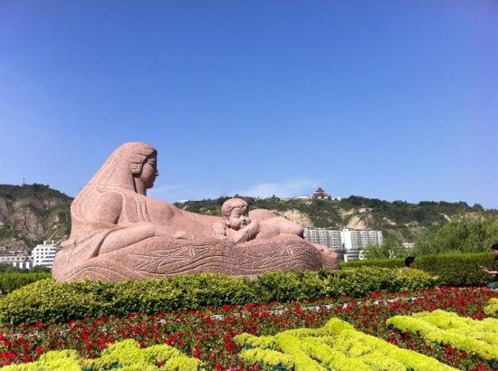 Statue Of Mother Yellow River: 雕塑