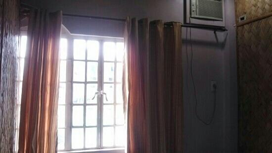 Oriental Lodging House : 房间的窗