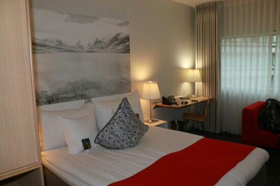 Clarion Hotel Sign: 的有20多平的房间,简洁大方,没有过多的装饰