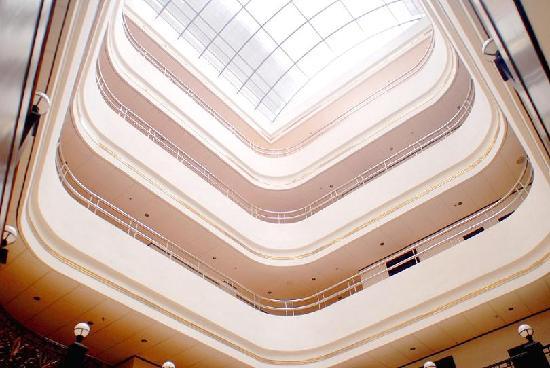 Jindi Hotel: 仰视中庭