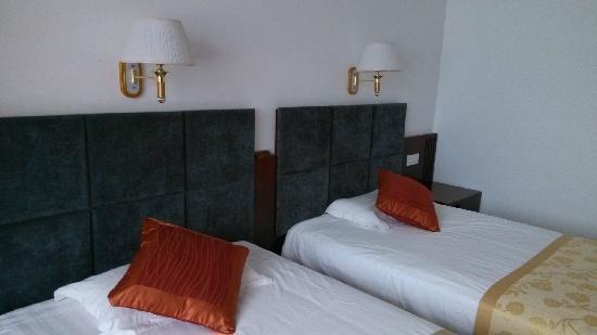 Huabei Power Mansion Hotel: 房间里