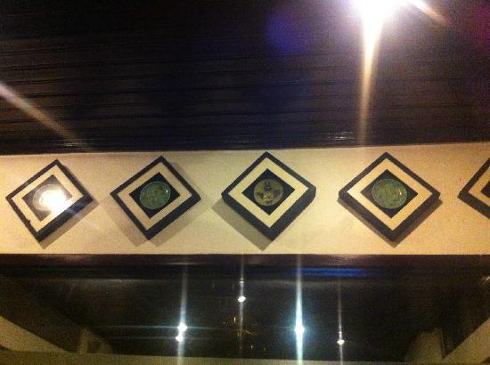 HanumanAlaya Villa: 餐厅艺术品