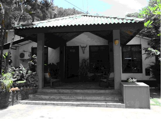 Settle Inn Tourist Lodge: 酒店门口