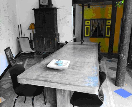 Settle Inn Tourist Lodge: 一个大餐桌,早餐在此