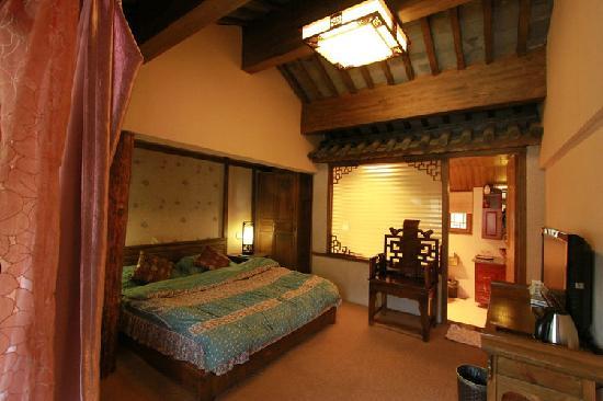 Zuimei Inn: 古典大床