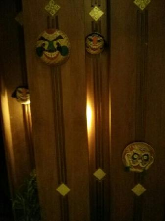 The Escape bar: decoration