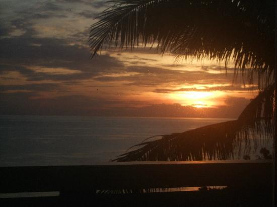 Flora East Resort and Spa: sunrise from sleeproom