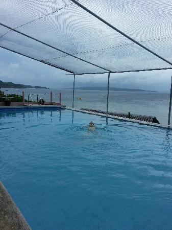 Flora East Resort and Spa: 无边泳池