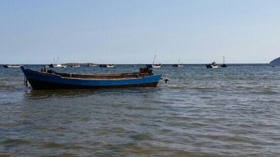 Guapi Island: 出海的渔船 傍晚要涨潮了