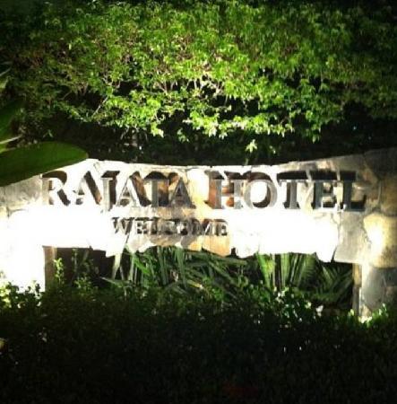راجاتا: The Rajata Hotel