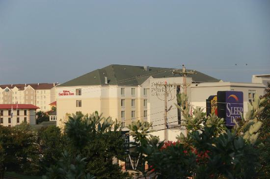 Days Inn Chattanooga/Hamilton Place: 隔壁的sheraton