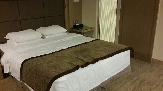 Hotel Nikko New Century Beijing: 这个房间很大,豪华大床房