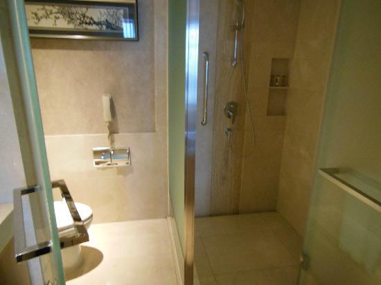 OZO Wesley Hong Kong: 浴室
