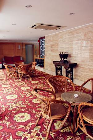Qufu Ying Hotel: 二楼休息厅